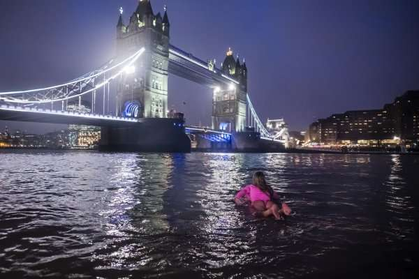 Alison Teal Paddling Out at Tower of London - - SLO active