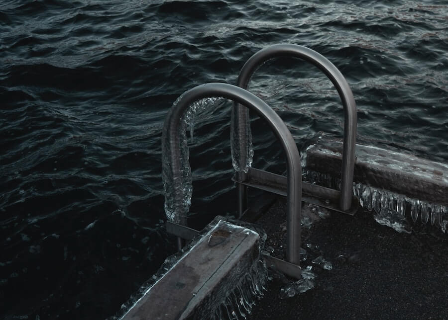 Cold Water Swimming and cold water therapyArticle